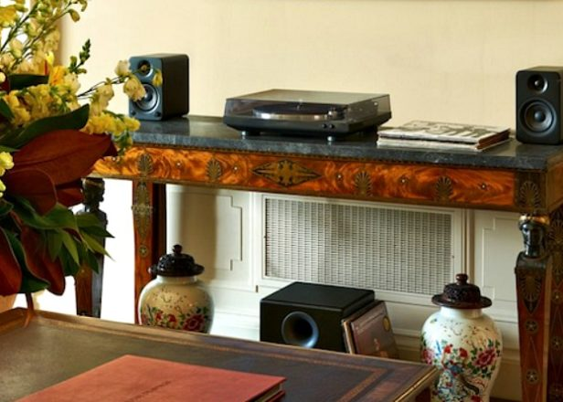 Check out President Obama's turntable setup in the White House