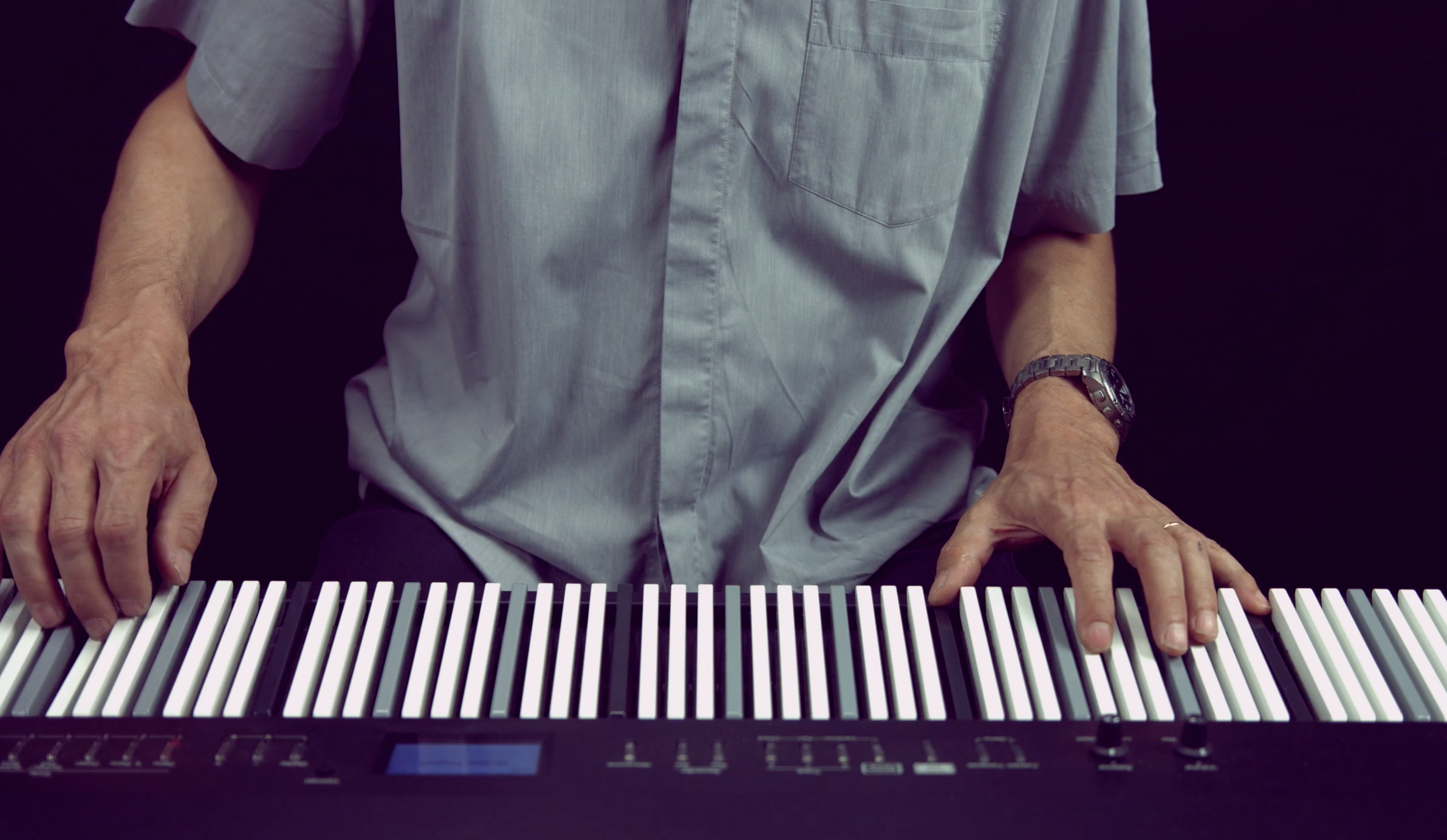 This Electric Piano Claims To Make It Easy For Everyone To Learn Keys