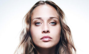 Hear Fiona Apple's anti-Trump chant for Women's March, 'Tiny Hands'
