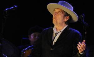 Bob Dylan to finally accept Nobel prize as cash deadline looms